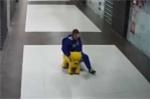 Clip: 'Ma men' vào siêu thị đánh cắp… ô tô đồ chơi
