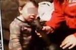 Bức xúc video mẹ ép con 2 tuổi hút cần sa