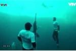 Video: Nín thở hơn 4 phút lặn sâu 122m dưới mặt biển phá kỷ lục thế giới