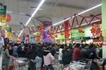 Chùm ảnh: Nghẹt thở chen chân sắm Tết ở siêu thị