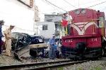 Tàu lửa tông xe máy, 2 người chết thảm