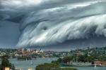 Video: 'Mây sóng thần' cuộn trào kỳ thú trên bầu trời Australia
