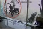 Bi hài những tên trộm xe máy bị rượt đánh 'thừa sống thiếu chết'