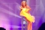 Clip: Thí sinh hoa hậu phản ứng nhanh khi gặp sự cố bikini trên sân khấu