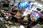 Clip: Ăn trộm iPad trong cửa hàng, bẽ bàng bị bắt quả tang