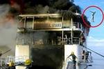 Clip: Phà bốc cháy ngùn ngụt, hành khách nhảy xuống biển thoát thân