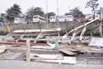 Cận cảnh phá dỡ trạm trung chuyển xe buýt lớn nhất Hà Nội