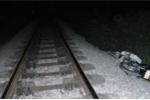 Băng qua đường sắt, 2 người chết thảm