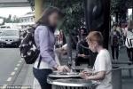 Phẫn nộ clip cậu bé vô gia cư bới rác ăn, người qua đường dửng dưng bỏ mặc