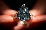 Cận cảnh viên kim cương xanh trong suốt không tì vết giá gần 800 tỷ đồng