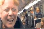 Clip: Tiếng cười 'lây lan' như virus trên tàu điện ngầm