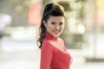Nữ DJ Sài thành xinh đẹp khoe dáng chuẩn trong tà áo dài đón Xuân
