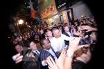 Vì sao Tổng thống Obama tháo nhẫn khi bắt tay ở quán bún chả?