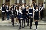 Nữ sinh bị yêu cầu mặc váy dài hơn, tránh làm phân tâm nam sinh