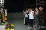 Người dân xếp hàng viếng mộ ông Nguyễn Bá Thanh từ mờ sáng