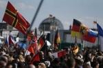 Clip: Hàng nghìn người biểu tình yêu cầu Thủ tướng Merkel từ chức