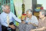 TP Hồ Chí Minh thăm hỏi các vị nguyên lãnh đạo