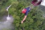 Thú vị chuyến đi qua 7 thác nước trên một sợi dây