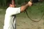Clip: 'Xạ thủ' lần đầu bắn súng và cái kết đắng