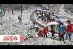 Teen Việt háo hức ngắm băng tuyết ở Sapa
