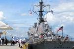 Bác sĩ trên chiến hạm Mỹ chữa bệnh tại Đà Nẵng