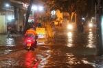 Ảnh: Phố biến thành sông, Sài Gòn thiệt hại lớn