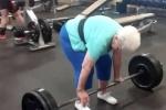 Clip: Kinh ngạc cụ bà 78 tuổi nâng tạ nặng hơn 100kg dễ như ăn kẹo
