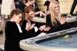 Dàn sao đánh bạc trong show thời trang cao cấp của Chanel