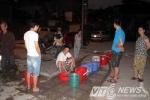 Nắng nóng đỉnh điểm, dân Hà Nội 'khát' nước dài ngày