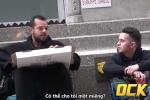 Clip: Chàng trai xin ăn người vô gia cư và cái kết rơi nước mắt