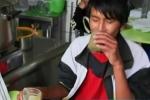 Clip: Rùng mình món sinh tố ếch ở Peru