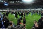 Hàng ngàn fan được sơ tán vì khủng bố ở Pháp