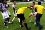Clip: Đá bóng vào mặt trọng tài, cầu thủ bị cấm đá 51 năm