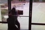 Clip: Quản lý ngân hàng đối đầu với cướp ngoạn mục
