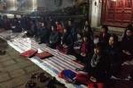 Lạ lùng chuyện nạp năng lượng trời đất ban đêm ở đền Voi Phục