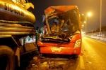 Xe chở công nhân đâm xe bồn, 1 người chết, 10 người bị thương