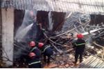 Hà Nội: Cháy lớn bao trùm khu nhà xưởng 1.000 mét vuông