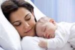 Mùa hè, chăm sóc bé mới sinh thế nào?