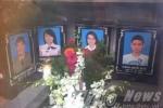 Đón hài cốt nạn nhân MH17: Xót xa di ảnh một gia đình đặt sát bên nhau