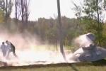 Clip: 'Đĩa bay ngoài hành tinh' bốc cháy bên vệ đường gây xôn xao