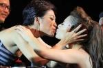Hồng Quế được Trần Ly Ly hôn sau màn nhảy 'bốc lửa'
