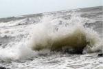 Video: Siêu bão Utor quần thảo dữ dội trên biển Đông