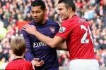 Đổi áo với Van Persie, hậu vệ Arsenal bị fan khủng bố