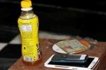Vụ việc 'chai nước ngọt có ruồi' và một số lưu ý cho người tiêu dùng