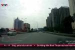 Clip: Hoảng hồn ôtô ngang nhiên chạy ngược chiều trên đường cao tốc