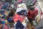 Phụ nữ xinh đẹp 3 lần trộm đồ, giấu dưới váy bị camera ghi lại