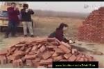 Nữ thợ xây siêu hạng đóng gạch 'ảo tung chảo'