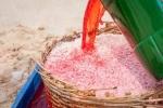 Hình ảnh nhuộm đỏ con ruốc ngay tại bãi biển gây 'bão' mạng
