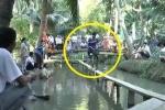Cười đau bụng clip dân chơi miệt vườn đạp xe qua cầu khỉ