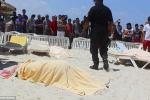 Hàng chục người chết trong thảm sát kinh hoàng trên bãi biển Tunisia
